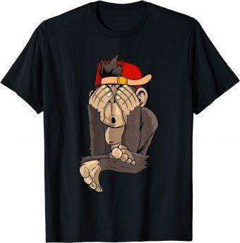 Süßer Affe hält sich die Augen zu T-Shirt