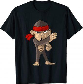 Süßer Affe zeigt Karate-Position T-Shirt